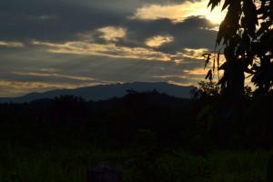 Tusmørke over Burmas bjerge.